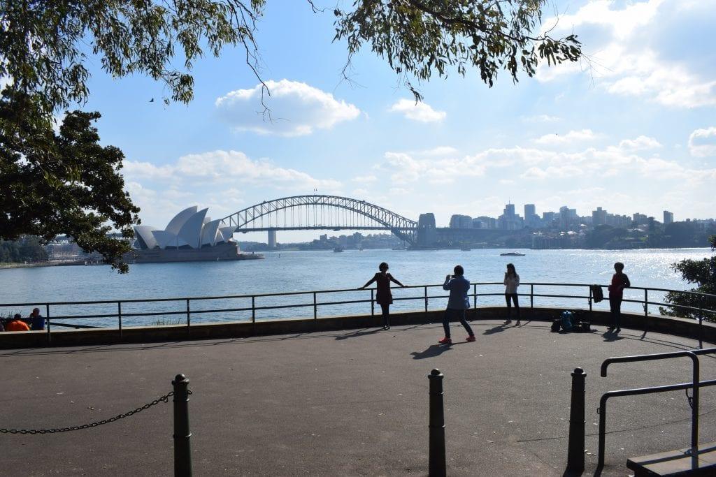 Sydney Harbour med operahus, Sydney Harbour Bridge og turister, Sydney, Australien, rejser