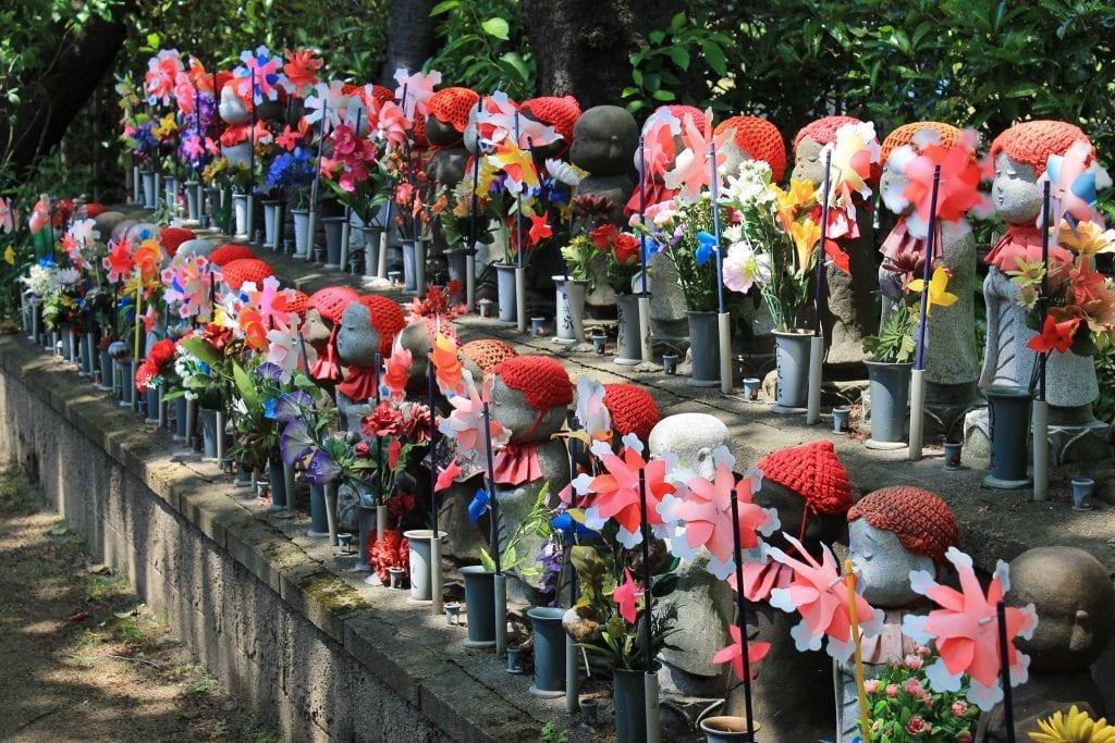 Japan - Tokyo, Jizo statuer ved Zojoji tempel - rejser
