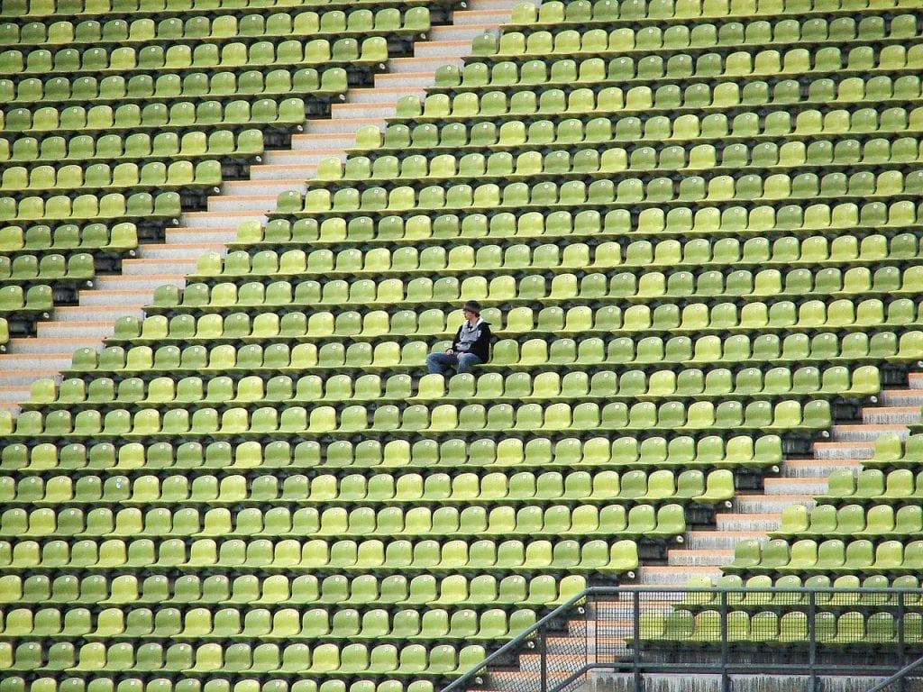 Fodboldstadion - tilskuer - rejser