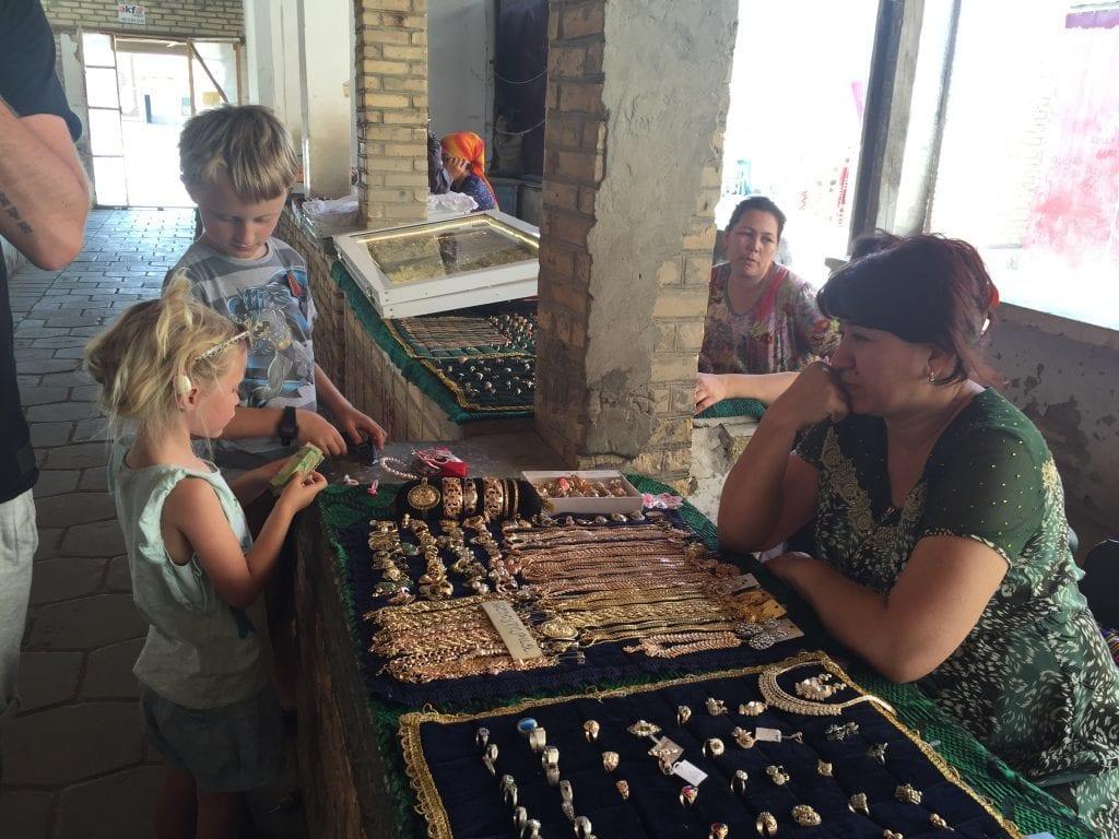 Usbekistan - børn - rejser