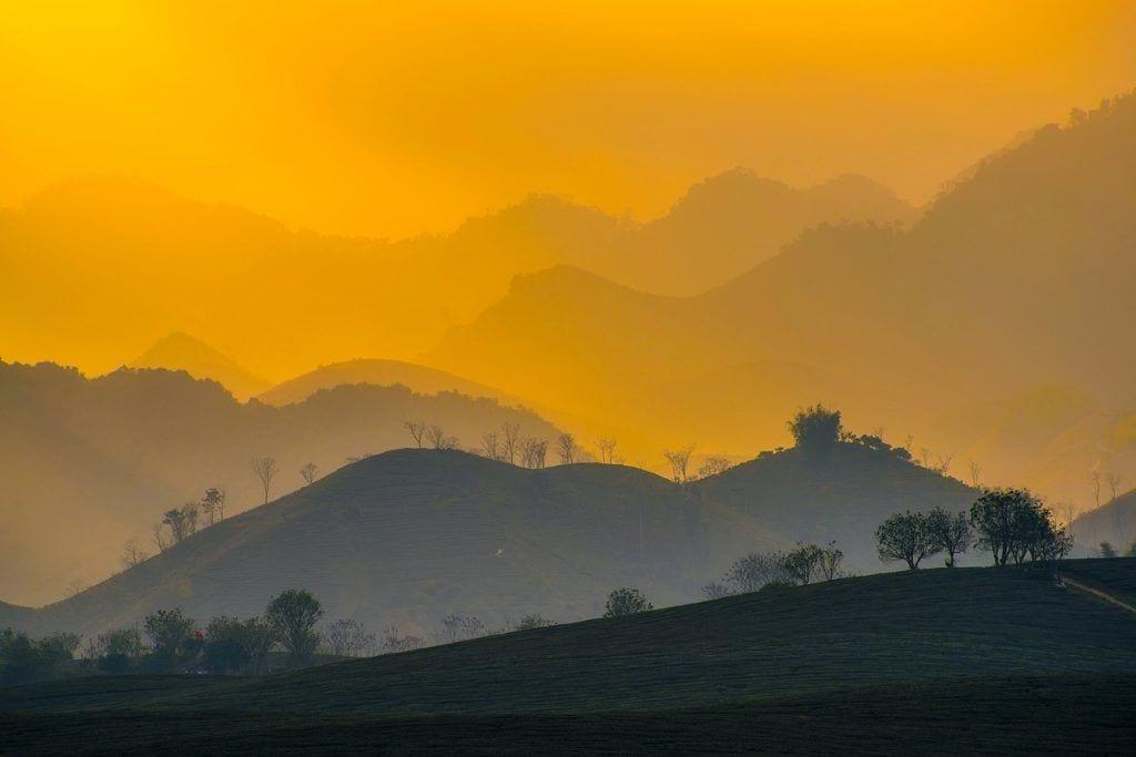 Vietnam - solnedgang, bjerge - rejser