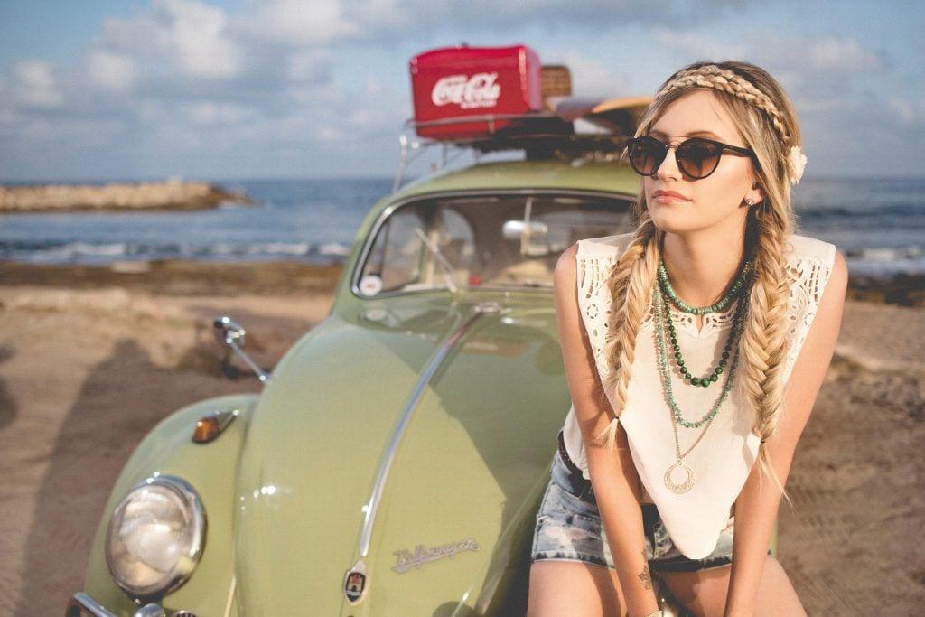 Rejs - pige bil strand - rejser