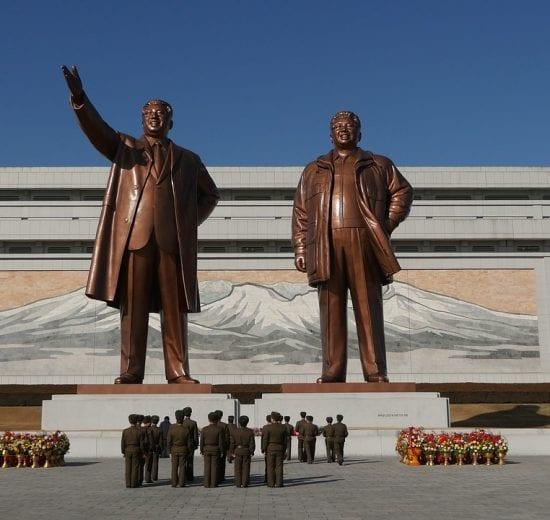 Nordkorea - statuer by - rejser