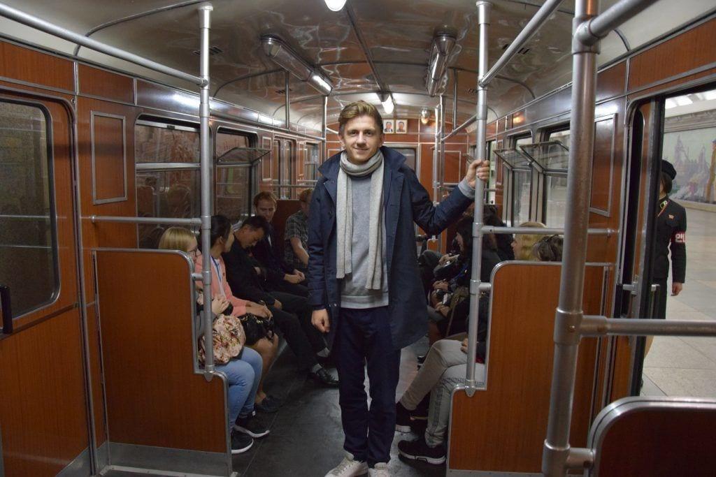 Nordkorea - mand metro by - rejser