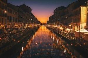 milano-italien-havn-lys-nat